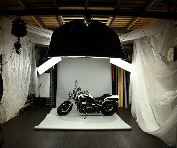 возможность закатить мотоцикл в студию